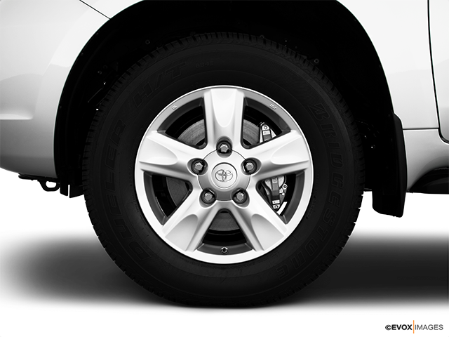 2010 Toyota Land Cruiser Front Drivers side wheel at profile