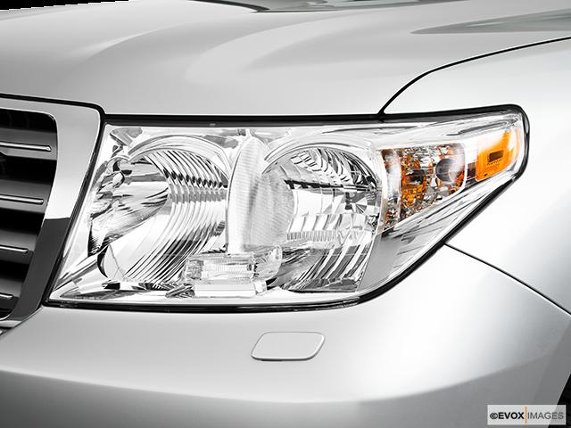 2010 Toyota Land Cruiser Drivers Side Headlight
