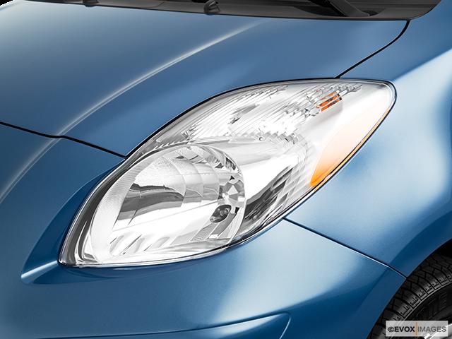 2010 Toyota Yaris Drivers Side Headlight