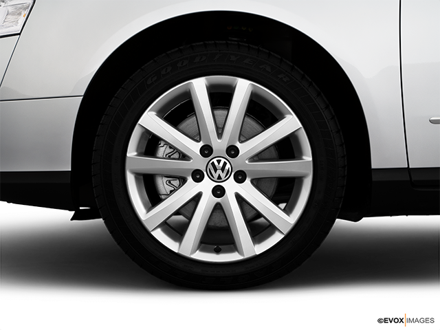 2010 Volkswagen Passat Front Drivers side wheel at profile