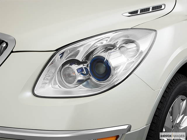 2011 Buick Enclave Drivers Side Headlight
