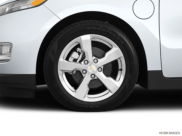 2011 Chevrolet Volt Front Drivers side wheel at profile