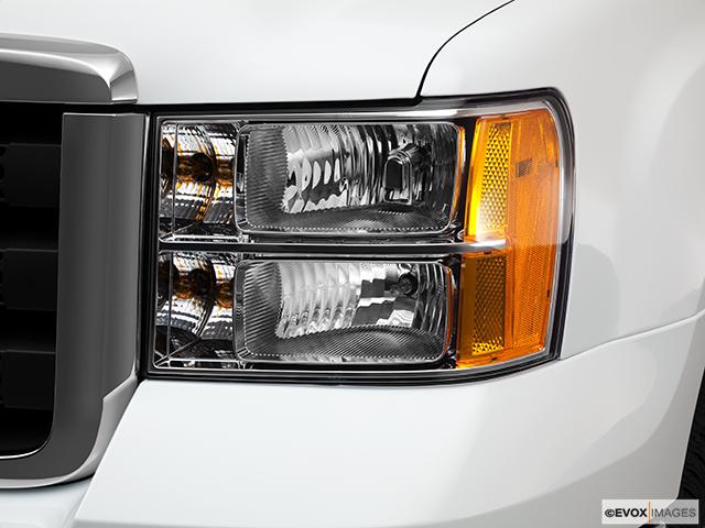 2011 GMC Sierra 2500HD Drivers Side Headlight