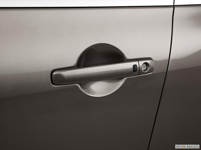 2011 INFINITI G37 Sedan Drivers Side Door handle