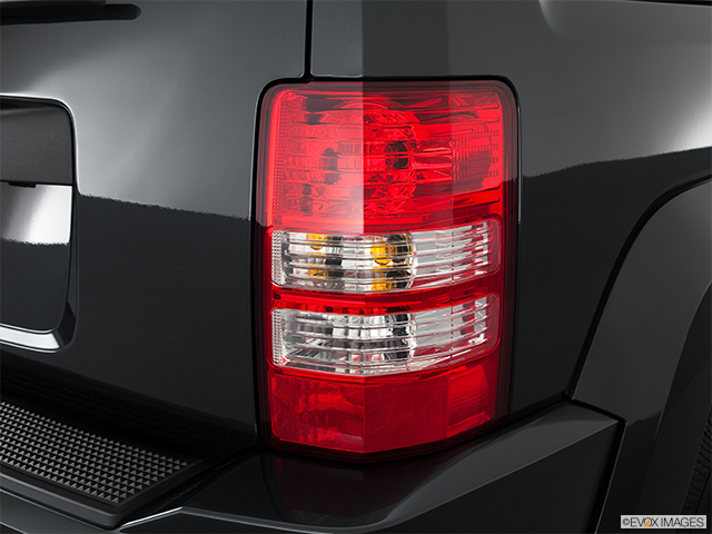 2011 Jeep Liberty Passenger Side Taillight