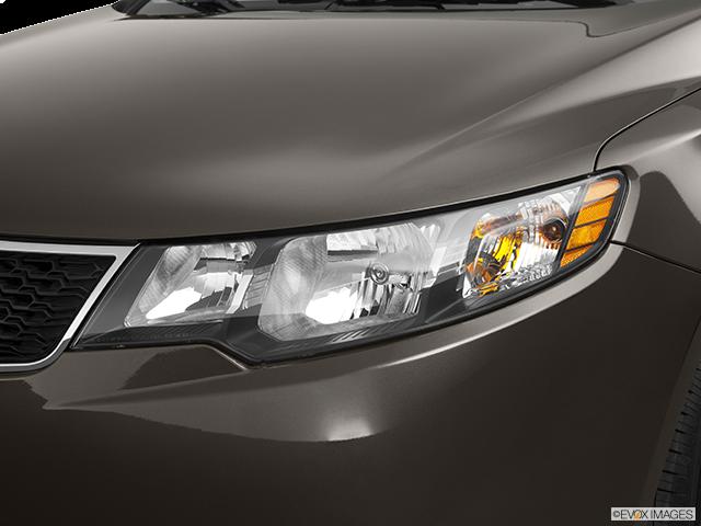 2011 Kia Forte Drivers Side Headlight
