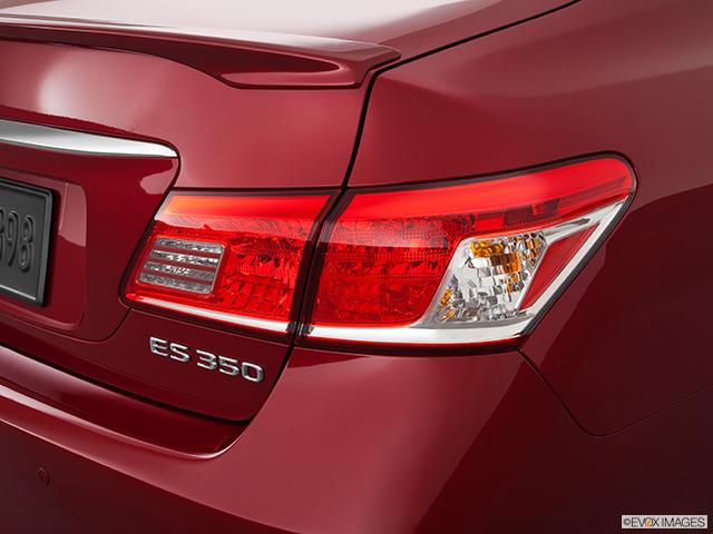 2011 Lexus ES 350 Passenger Side Taillight