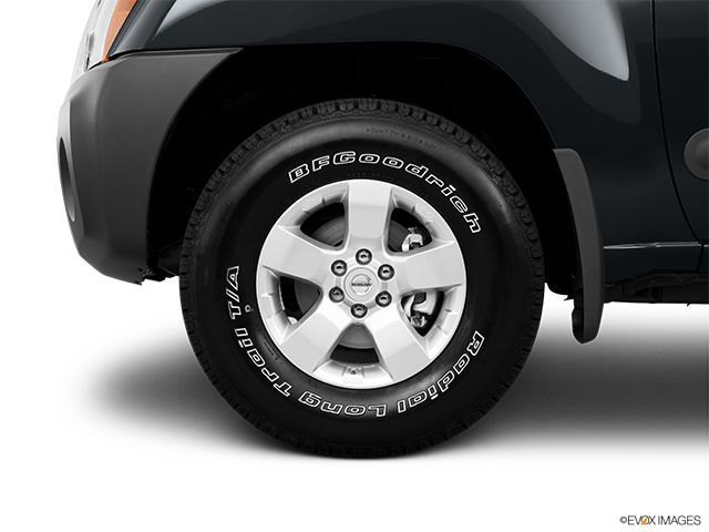 2011 Nissan Xterra Front Drivers side wheel at profile