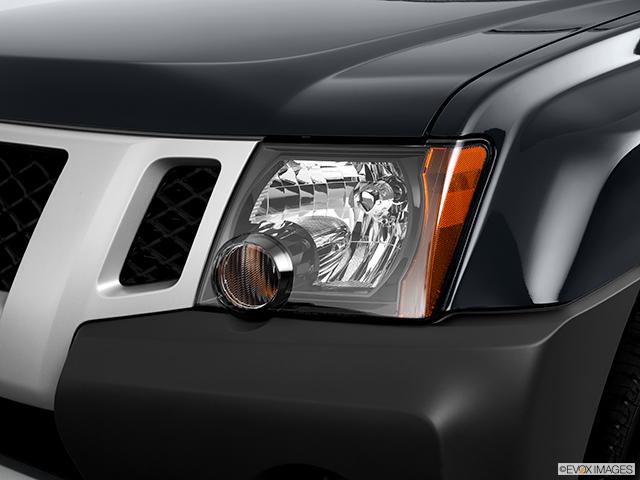 2011 Nissan Xterra Drivers Side Headlight