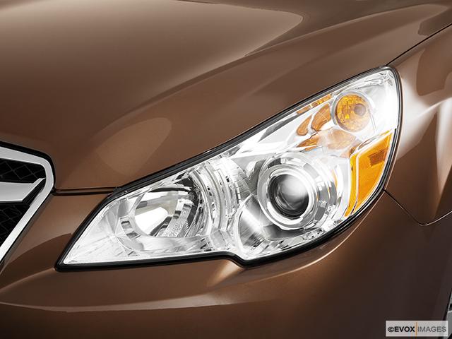 2011 Subaru Legacy Drivers Side Headlight