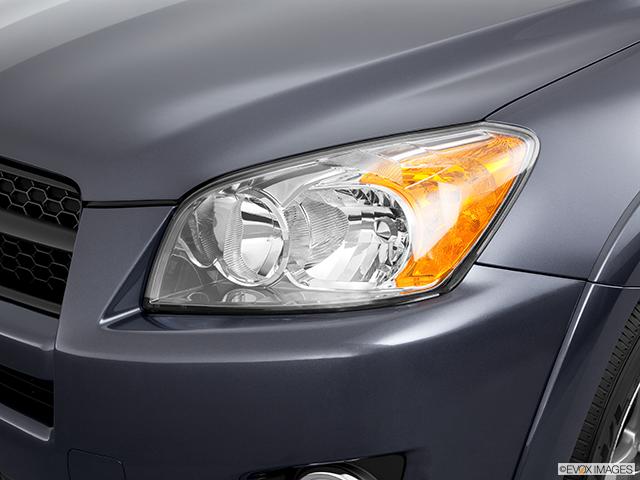 2011 Toyota RAV4 Drivers Side Headlight