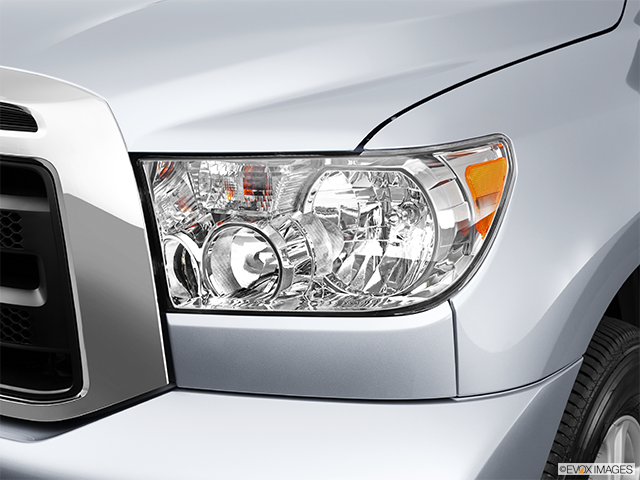 2011 Toyota Tundra Drivers Side Headlight