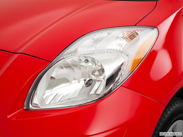 2011 Toyota Yaris Drivers Side Headlight