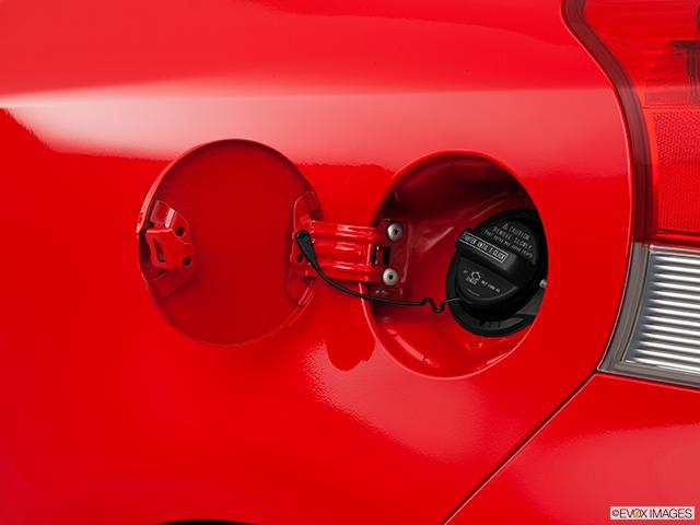 2011 Toyota Yaris Gas cap open