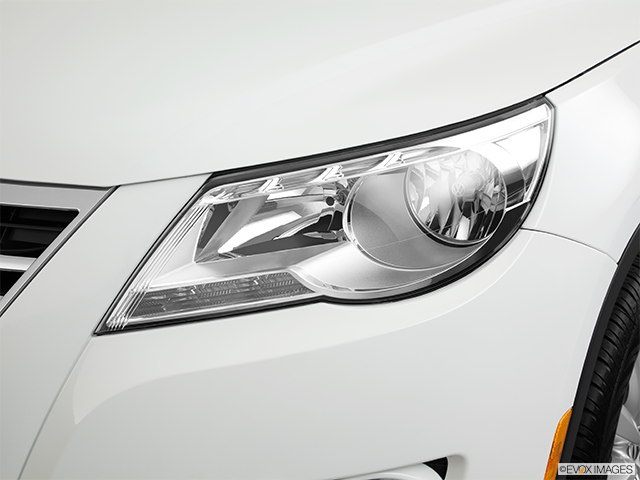 2011 Volkswagen Tiguan Drivers Side Headlight