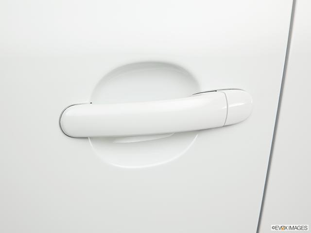 2011 Volkswagen Tiguan Drivers Side Door handle