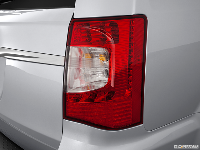 2012 Chrysler Town and Country Passenger Side Taillight