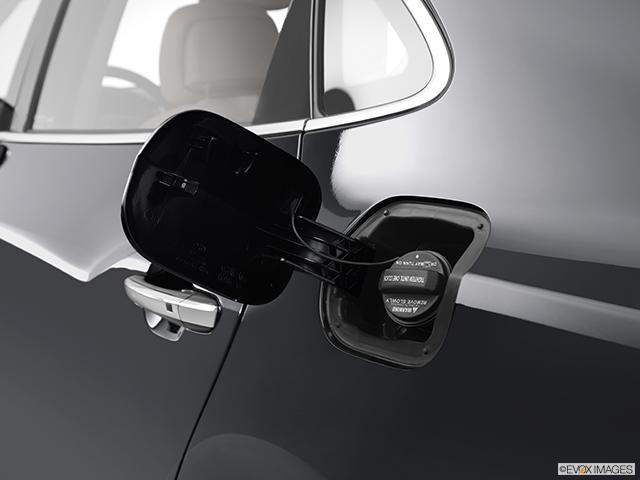2012 Hyundai Equus Gas cap open
