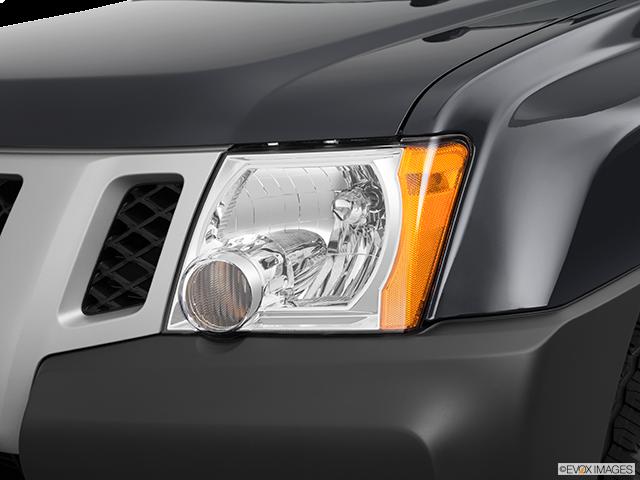 2012 Nissan Xterra Drivers Side Headlight