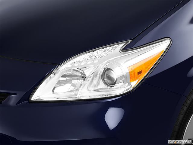 2012 Toyota Prius Drivers Side Headlight