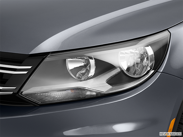 2012 Volkswagen Tiguan Drivers Side Headlight