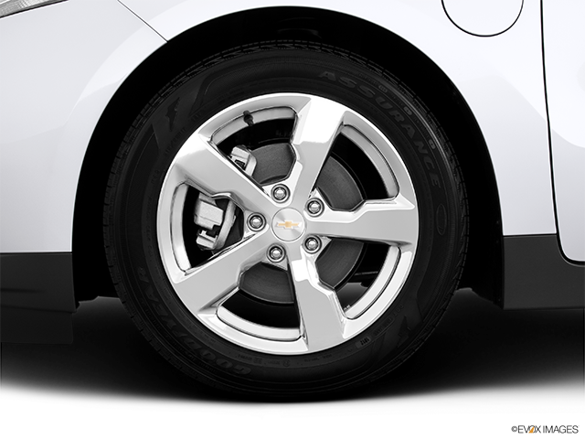 2013 Chevrolet Volt Front Drivers side wheel at profile