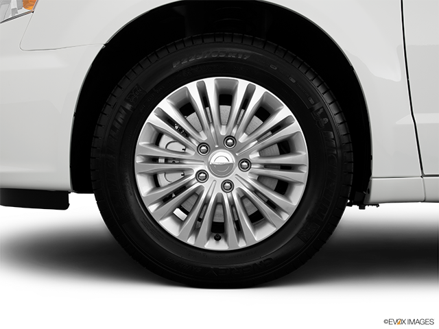 2013 Chrysler Town and Country Front Drivers side wheel at profile