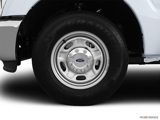 2013 Ford F-250 Super Duty Front Drivers side wheel at profile
