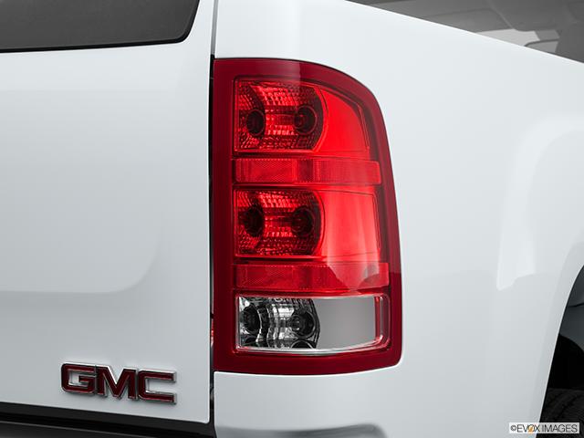 2013 GMC Sierra 2500HD Passenger Side Taillight