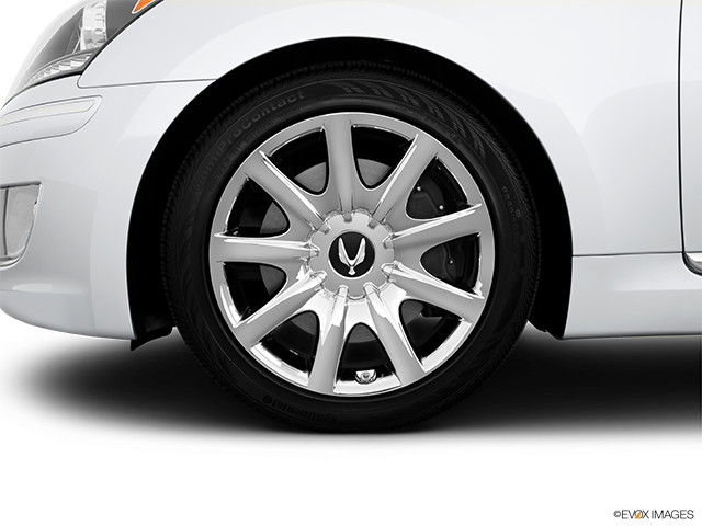 2013 Hyundai Equus Front Drivers side wheel at profile