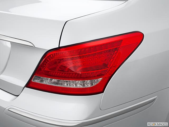 2013 Hyundai Equus Passenger Side Taillight