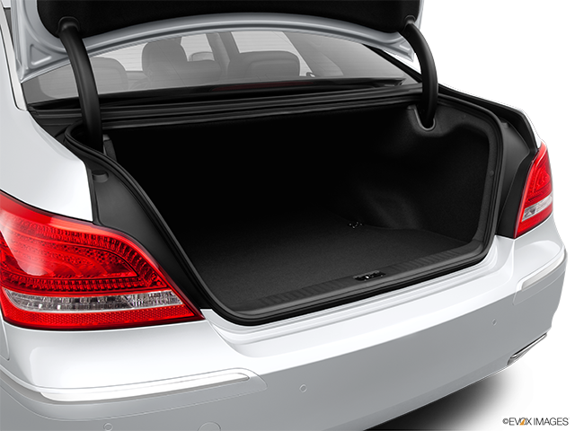 2013 Hyundai Equus Trunk open