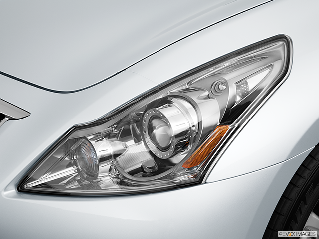 2013 INFINITI G37 Sedan Drivers Side Headlight