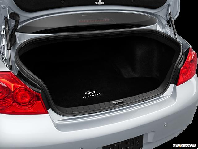 2013 INFINITI G37 Sedan Trunk open