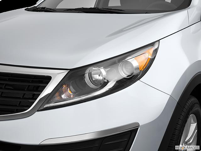 2013 Kia Sportage Drivers Side Headlight