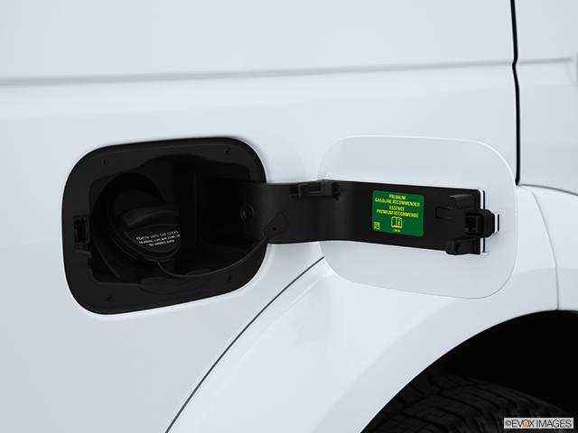 2013 Land Rover LR4 Gas cap open