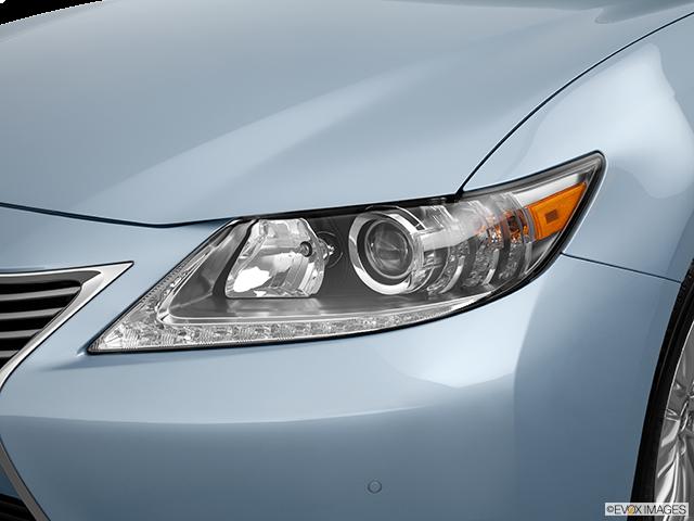 2013 Lexus ES 350 Drivers Side Headlight