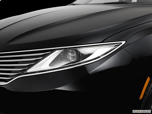 2013 Lincoln MKZ Drivers Side Headlight