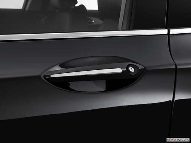 2013 Lincoln MKZ Drivers Side Door handle