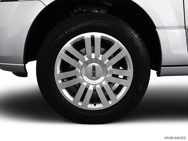 2013 Lincoln Navigator Front Drivers side wheel at profile