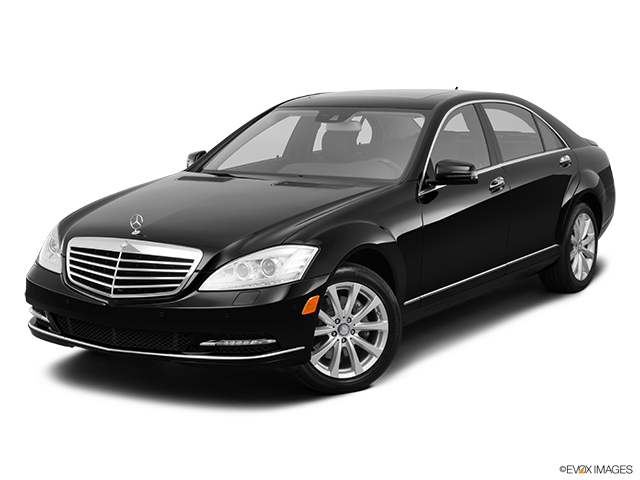 2013 Mercedes-Benz S-Class Front angle view