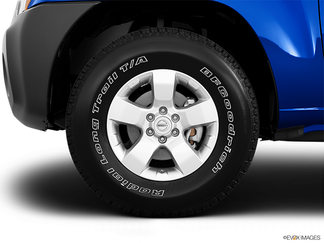 2013 Nissan Xterra Front Drivers side wheel at profile