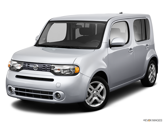 2013 Nissan cube Front angle view