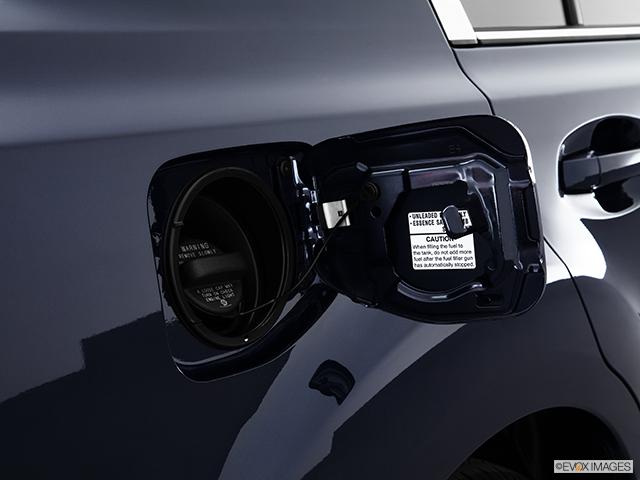 2013 Subaru Legacy Gas cap open