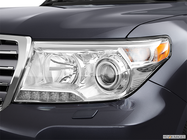 2013 Toyota Land Cruiser Drivers Side Headlight