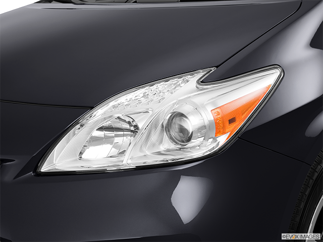 2013 Toyota Prius Drivers Side Headlight