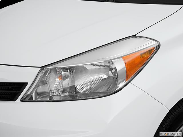 2013 Toyota Yaris Drivers Side Headlight