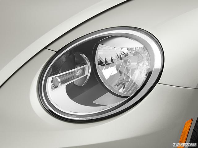 2013 Volkswagen Beetle Drivers Side Headlight