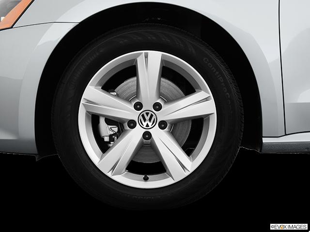 2013 Volkswagen Passat Front Drivers side wheel at profile