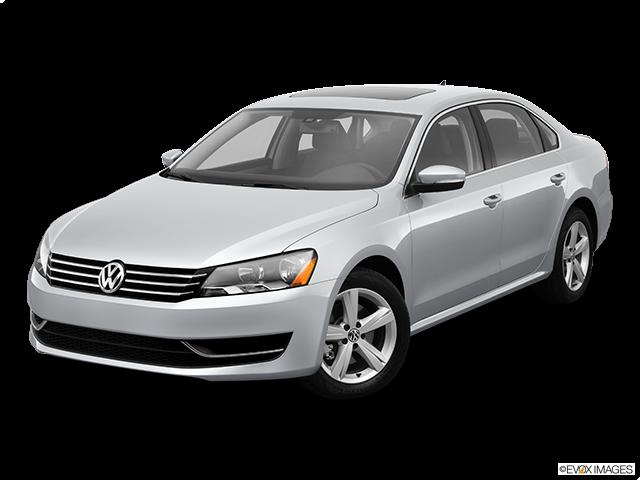 2013 Volkswagen Passat Front angle view
